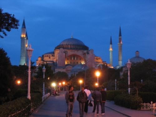 Die Hagia Sophia in abedlicher Beleuchtung