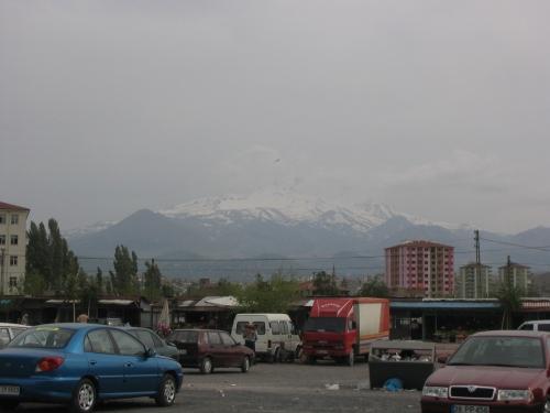 Kayseri liegt in einem bergigen Umland