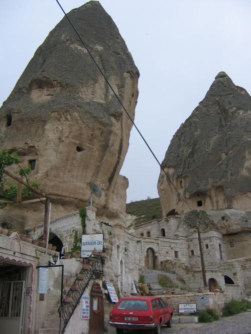 Der linke Fels ist das Backpackers Cave