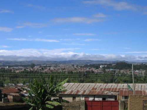 Blick von einem Huegel ueber Mbeya