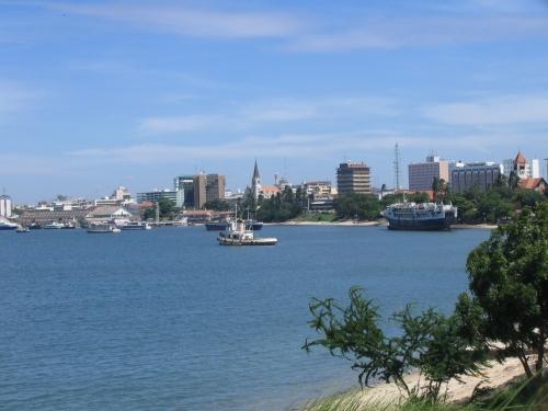 Der Hafen und die Skyline von Dar es Salam