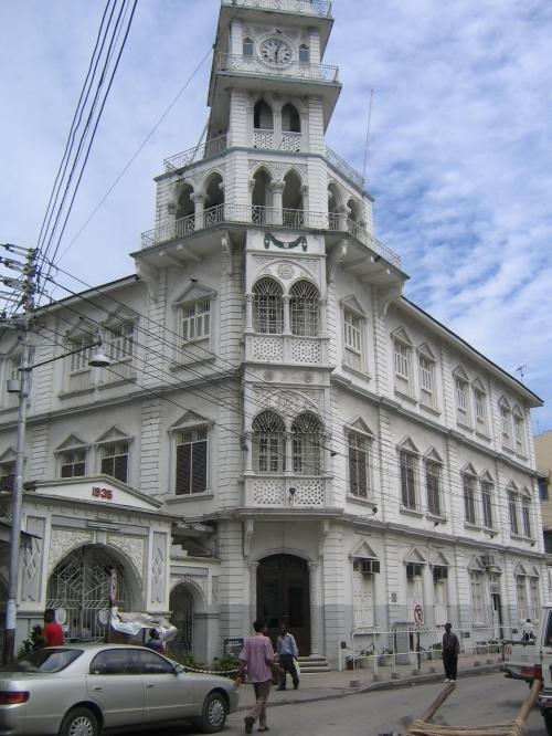 Ein weiteres Kolonialgebaeude in der Mosque Street