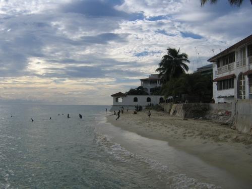 Ein kleiner Strand in Stone Town