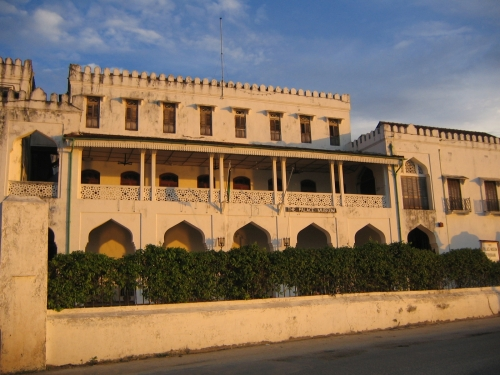 Der ehemalige Sultanspalast im Abendlicht