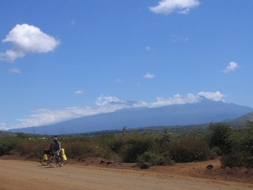 Der Kilimanjaro von der Verbindungsstrasse zwischen Tanzania und Kenia