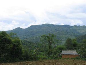 Nepalisches Gebirge auf dem Weg nach Pokhara