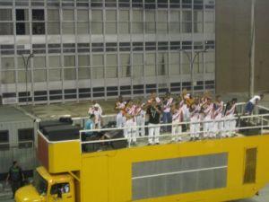 Musiker auf einem Karnevalswagen