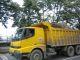 Ein Laster mit Gesteinsbrocken fuer den Ausbau der Kuestenstrasse