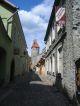 Gasse mit alten Festungsmauern
