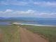 Die Landzunge trennt den Baikalsee von einem kleinen Badesee