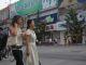 Auf der Wangfujing Lu in Peking