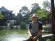 Ich sitze im Yu Yuan Park