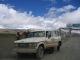 Thomas mit tibetischen Haendlern an unserem Fahrzeug