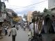 Eine Hauptstrasse in Varanasi
