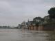 Blick vom Ganges aus auf die Ghats