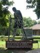 Denkmal vor dem Gandhi Museum in Delhi