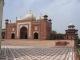 Ein seitliches Tor des Taj