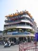Ein Kreuzfahrtschiff mitten in Hanoi
