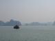 Ein Schiff in der Halong Bay