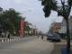 Die Hauptstrasse von Dumai auf Sumatra