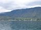 Der Ort Tuk Tuk und das massive Gebirge der Insel