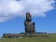 Zwei einzelne Moai am Ahu Akapu