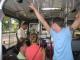 In einem Stadtbus mit Eingangskontrolle