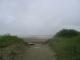 Der Zugang zum menschenleeren Strand