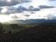 Untergehende Sonne ueber den Daechern von Chicheron